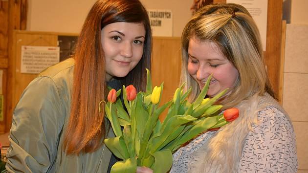 Číčenice - Na oslavě mezinárodního dne žen nechyběla ani políbení.