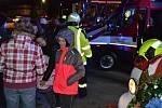 Obrazem: Ve Střelských Hošticích byl dnes hasičům s požehnáním předán k užívání dopravní automobil Iveco Daily. Vozidlo je určeno pro evakuaci a nouzové zásobování obyvatel obce v případě mimořádných událostí a rizik. Největší radost z obřího auta měly dě