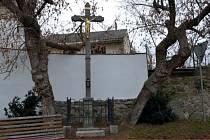Kříž na Hradčanech ve Volyni prošel rekonstrukcí.