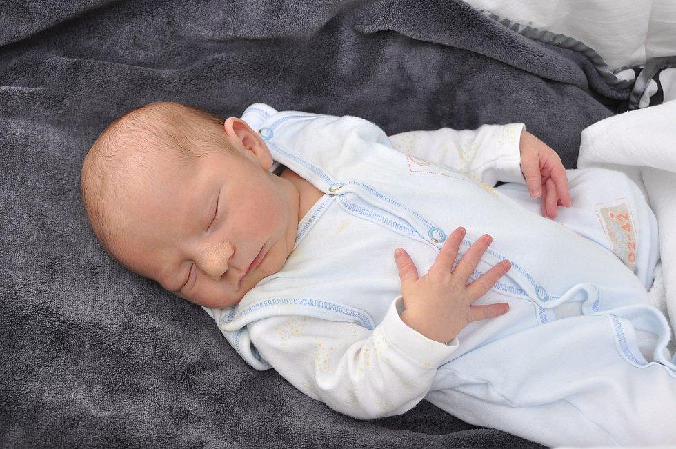 David Giebl z Předslavic. Davídek se narodil 19. července 2019 v 8 hodin a 13 minut a jeho porodní váha byla 3 330 gramů. Tomášek (3) se bratříčka nemohl dočkat. foto Ivana Řandová