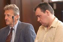 Roman Sklenář (vpravo) ubodal svoji družku.