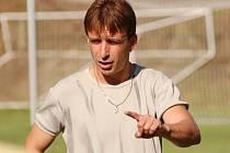 Fotbalisté Bělčic porazili v uplynulém kole Hradiště 1:0. Byla to jejich třetí výhra v řadě. Na snímku je hrající trenér Luboš Krameš.