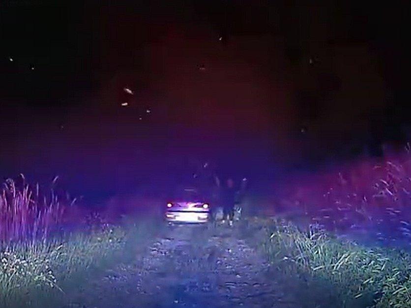 Policisté na Strakonicku v noci pronásledovali řidiče, který nezastavil hlídce.