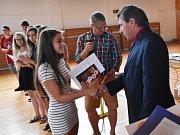 Konec školního roku v ZŠ Volenice. Rozloučení s deváťáky se uskutečnilo v tělocvičně školy.