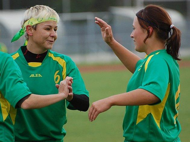 Blatenská ženy (v zeleném) si v derby 5. kola III. ligy poradily s Táborem, vyhrály jasně 5:0.
