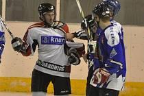 Strakoničtí hokejisté nezvládli derby s Vimperkem, doma prohráli 2:5.