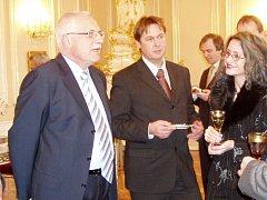 Luboš Peterka (uprostřed) na setkání s prezidentem Václavem Klausem.
