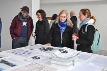 Uvedení v život a představení pátého čísla hřbitovních novin s ilustracemi Ondřeje Malečka se uskutečnilo za účasti autorů Martiny Faltýnové, Jana Freiberga, Karla Skalického a Ondřeje Malečka v sobotu 9. března 2019 v Galerii Na shledanou ve Volyni.