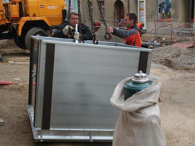Instalace podzemních kontejnerů začíná.