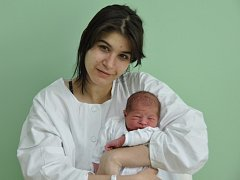 Patrik Žmol, Strakonice, 11.4. 2015 v 7.38 hodin, 3150 g. Malý Patrik je prvorozený.