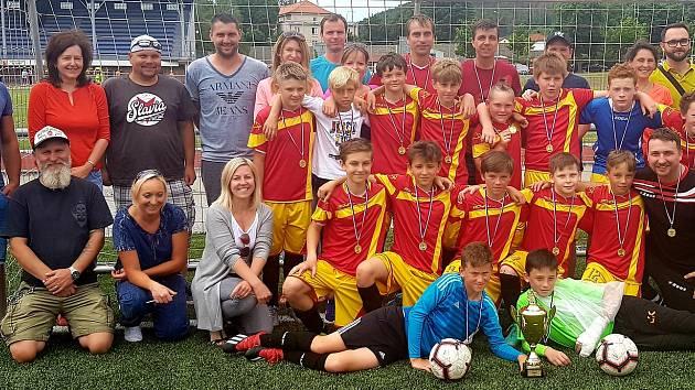 Béčko mladších žáků Junioru Strakonice vyhrálo bez ztráty bodu svou skupinu fotbalové I.A třídy.