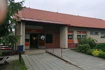 Prodejna v Čejeticích fungovala v obci od roku 1988.