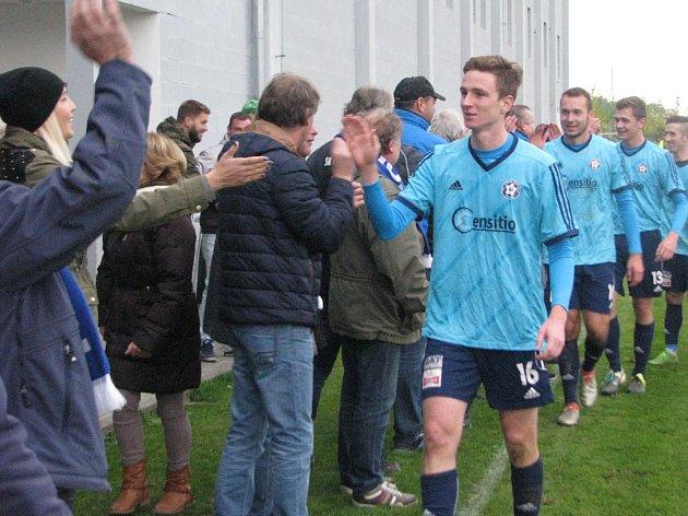 Fotbalisté Katovic podzimní derby v Oseku vyhráli 3:2, když v půli prohrávali 0:2.