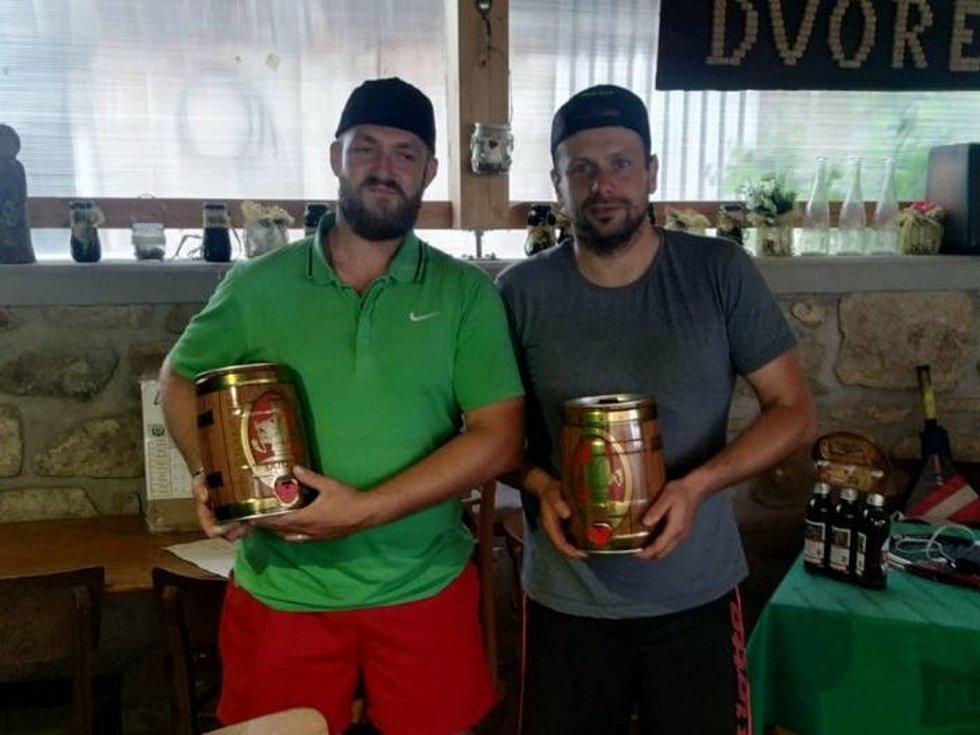 Hokejisté HC Strakonice uspořádali v rámci suché přípravy zajímavý tenisový turnaj a ocenili nejlepší hráče s raketou.