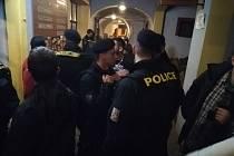 Policejní akce byla zaměřená na kontrolu podávání alkoholu dětem.