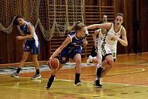 Trestné body nejlépe střílela Adéla Junková (v modrém).