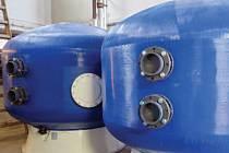 Filtry. Jejich náplň tvoří filtrační písek, zaručující podstatně vyšší účinnost čištění vody.