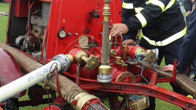 Chelčice 3. září - Sobotní oslavy  120. let od založení dobrovolných hasičů v Chelčicích doprovázel déšť