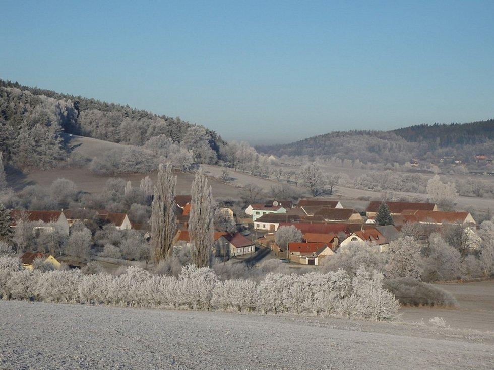 Malebná obec Kuřimany se nachází v okrese Strakonice asi 8 kilometrů jihovýchodně od Strakonic.