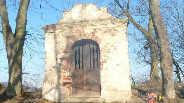 Kaplička před rekonstrukcí.
