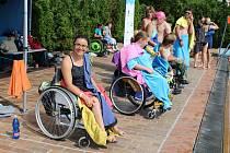 Na tradiční plavecké léto ve Strakonicích, které se vzešlo z původně týdenní akce, se sjíždí kolem sto padesáti plavců. Kemp má tři týdny.