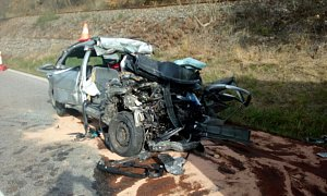 Čelní střet osobního vozidla skamionem u obce Přechovice ve směru na Volyni si vyžádal dva lidské životy.