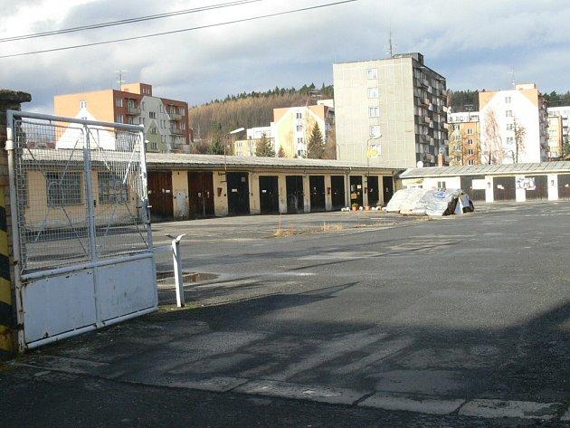 Opuštěný areál po silničárích.