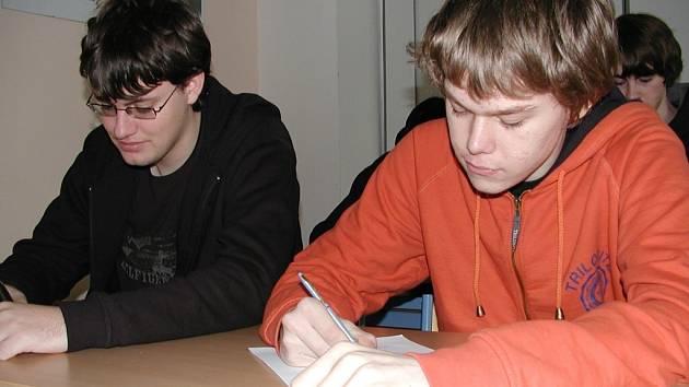 Václav Johanna a  Martin Hartl (zleva) z blatenské střední odborné školy.