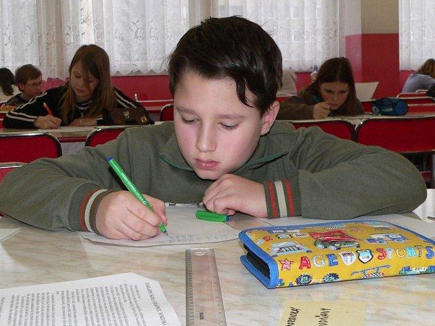 Do mnoha soutěží pořádaných DDM se zapojuje i ZŠ Dukelská ve Strakonicích. Včera se sem sjeli žáci z celého okresu na matematickou olympiádu.