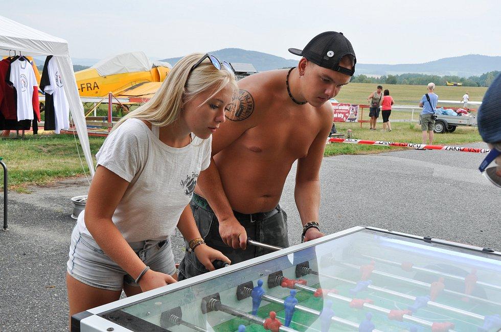 V sobotu 4. srpna se na strakonickém letišti lítalo a zároveň hrálo.