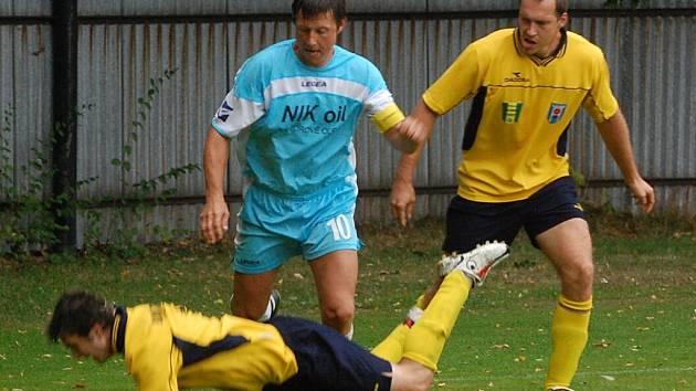 I. B: Katovice B (modré dresy) remizovaly ve třetím z pěti zápasů. Se Strunkovicemi nad Blanicí se rozešly doma smírně 2:2.
