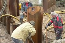 Práce na kanalizaci v Mutěnicích.