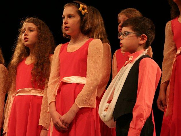 Ve strakonickém domě kultury se konala krajská postupová přehlídka školních dětských sborových zpěvů.