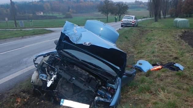 Hromadná nehoda čtyř aut a traktoru se stala v pondělí v Lidmovicích.