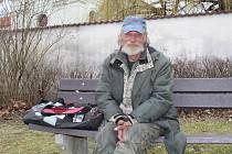 Emerich Konyarik (48) pracoval v zahraničí, měl rodinu a toužil po tom koupit pro ni dům. Dnes žije jako bezdomovec. Potkat ho můžete ve Vodňanech.