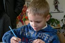 Odpovídat na otázky a plnit úkoly budoucímu prvňáčkovi Danielu Piklovi z Litochovic moc problémů nedělalo.  Do školy už se těší.