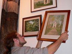 Andělské obrazy  budou v místní tvrzi k vidění až do konce září.