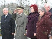 Připomínka výročí transportu smrti z 20. dubna 1945 ve Volenicích.