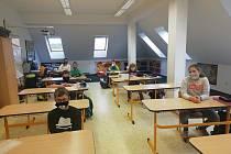 Žáci se vrátili do ZŠ a MŠ ve Střelských Hošticích.