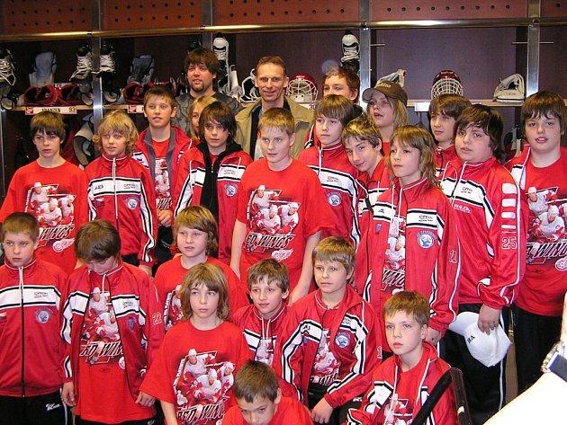 Hokejoví žáci s Dominikem Haškem