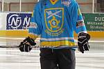 Obec Čejetice pořídila hokejistům nové dresy.