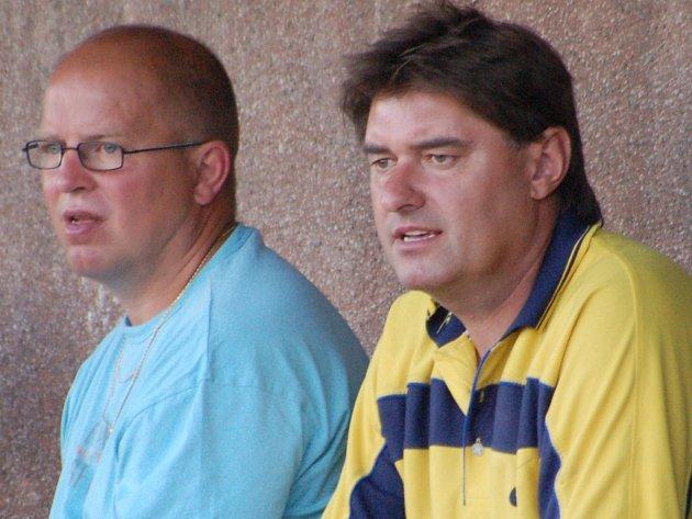 Dvakrát po sobě přivedli trenéři Oseku Josef Košťál a Pavel Mrkvička (zleva) tým k bronzovému stupínku. Po třech společných sezonách však končí.