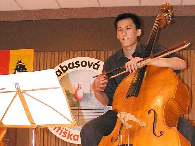 Student brněnské  Janáčkovy akademie Sai Ma z Číny, který si z Blatné odvezl čestné uznání.