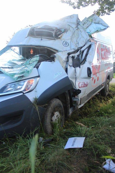 Vážná dopravní nehoda se ve středu 29. 7. ráno stala na silnici první třídy číslo 20 u Vodňan. Dodávka zde narazila do stromu.