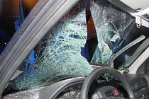 U Skočic na Strakonicku osobní auto srazilo chodce, ten na místě zemřel.