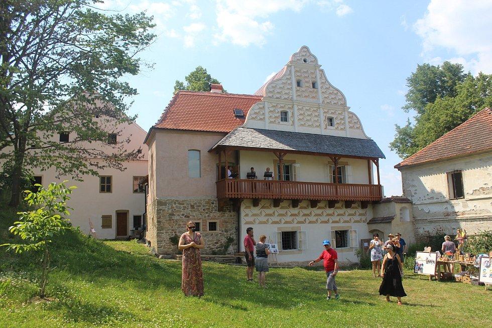 Premiérovou kulturní akci v komorním duchu zažila v sobotu 19. června tvrz Mladějovice.