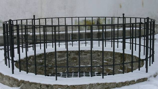Studna na hradním nádvoří