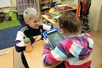 Mateřská, Základní a Praktická škola ve Strakonicích obdržela 64 698 korun z charitativního projektu Autumn Night Katovice. Peníze půjdou na modernizaci terapeutické místnosti snoezelen. Sehnat peníze na pomůcky není pro školu jednoduché.