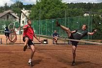 Prvního ročníku nohejbalového turnaje na strakonické Habeši se  zúčaastnilo 10 družstev