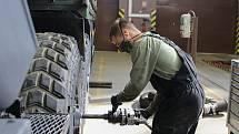U čety oprav 25. protiletadlového raketového pluku ve Strakonicích slouží téměř čtyři desítky mechaniků.